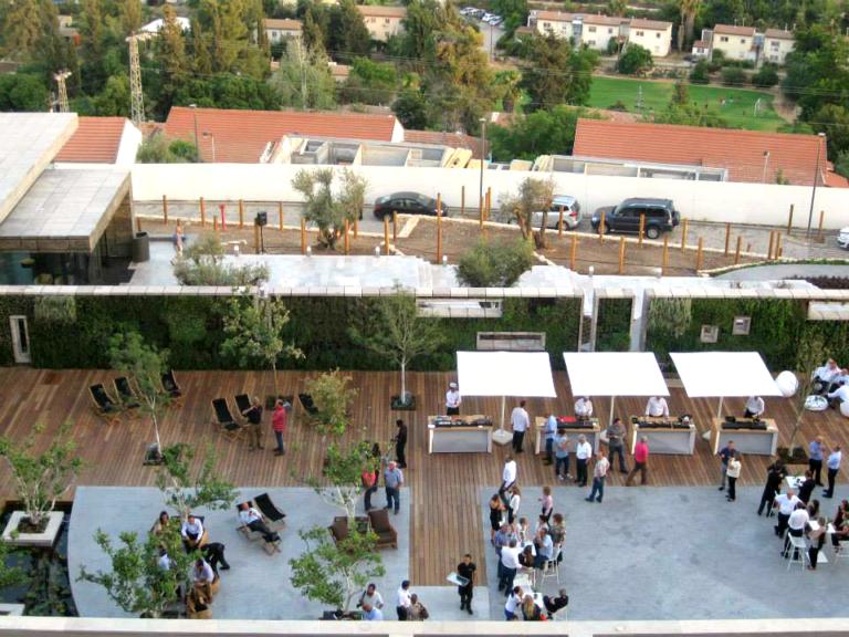 מלון כרמים - דק (2)