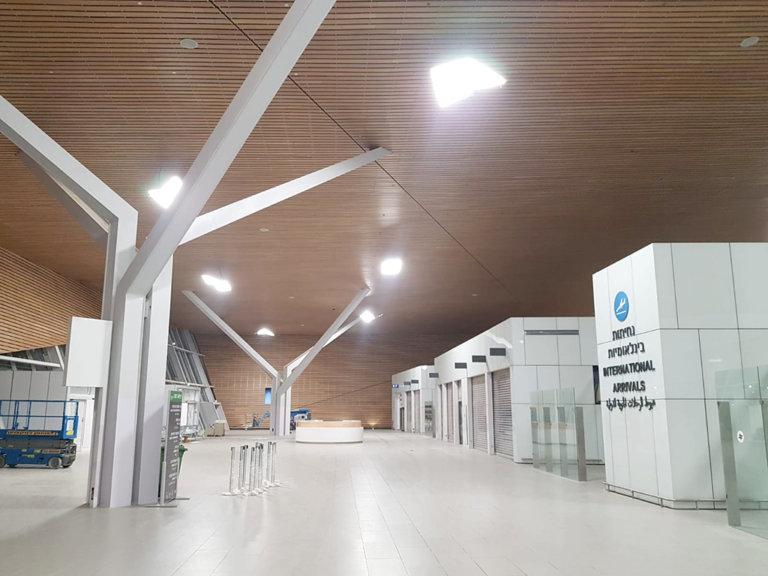 חיפוי תקרה בבמבוק- טרמינל אילת בתמנע, ביצוע- שמיים ירוקים