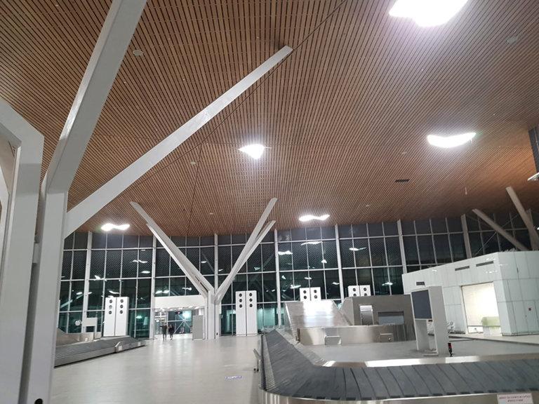 חיפוי תקרה בבמבוק- טרמינל תמנע, ביצוע- שמיים ירוקים